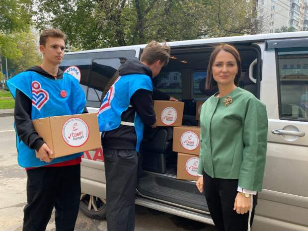 Школьники Донбасса получат к 1 сентября гуманитарную посылку «Совета матерей»