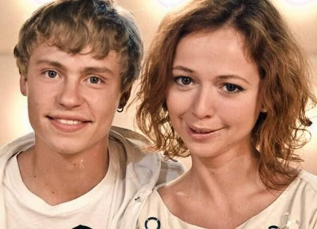 """Актриса Елена Захарова высказалась о рождении дочери у звезды """"Кадетства"""""""