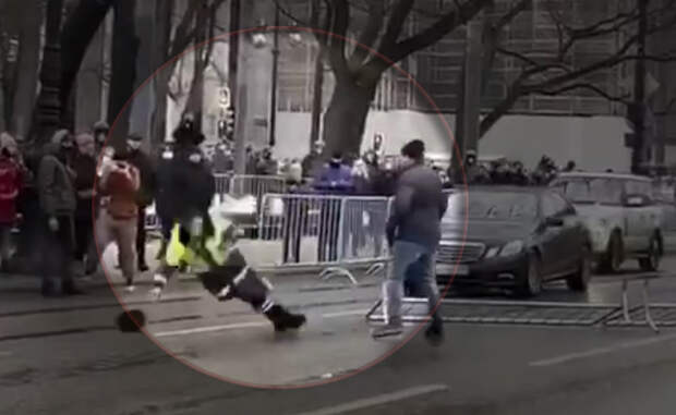 Участник протестов в Санкт-Петербурге ударил сотрудника полиции