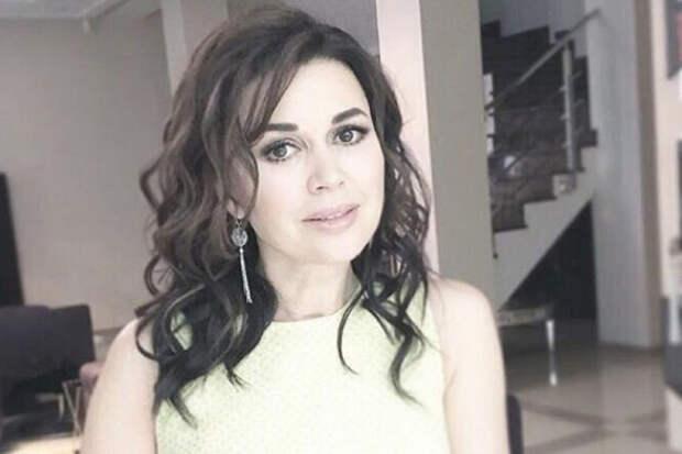 Незадолго до болезни Анастасия Заворотнюк подарила маме авто за 2 миллиона рублей