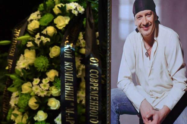 Вдова Марьянова переспала слюбовником через месяц после смерти мужа
