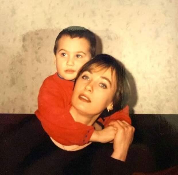 Лариса Гузеева показала маленького сына
