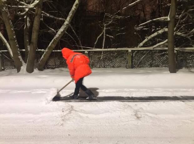 Коммунальщики в Северном вывезли за сутки 890 кубометров снега