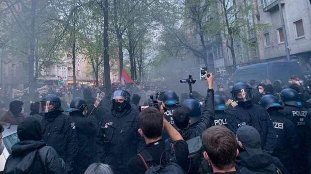 Кровавый Первомай: обнищавшие народные массы сражаются с силовиками