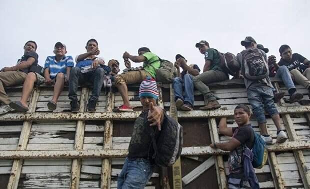 La Jornada: Трамп зарабатывает очки перед выборами, высылая мигрантов