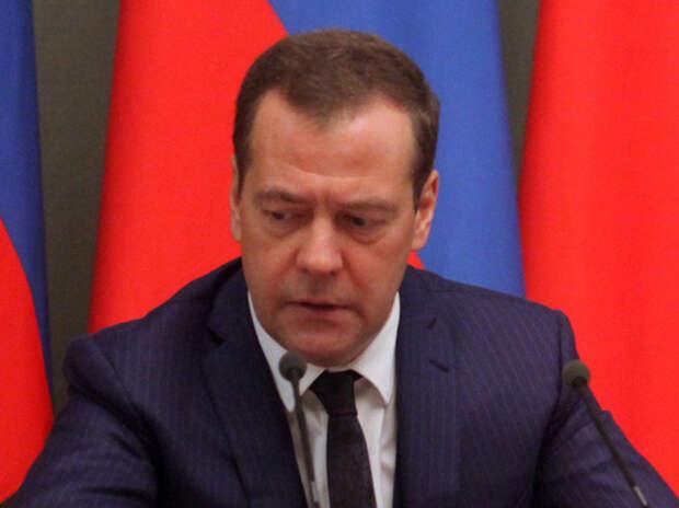 """""""Не уберегли"""": Путин сообщил правительству о болезни Медведева"""