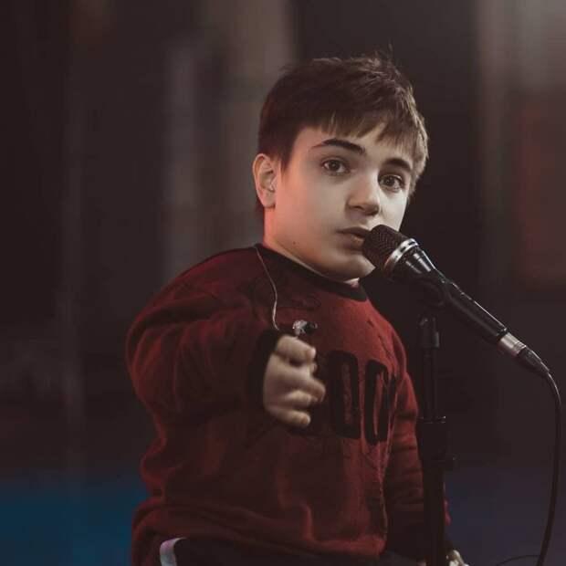 Участнику программы «Голос.Дети» Даниле Плужникову уже 18 лет. Как сложилась его судьба