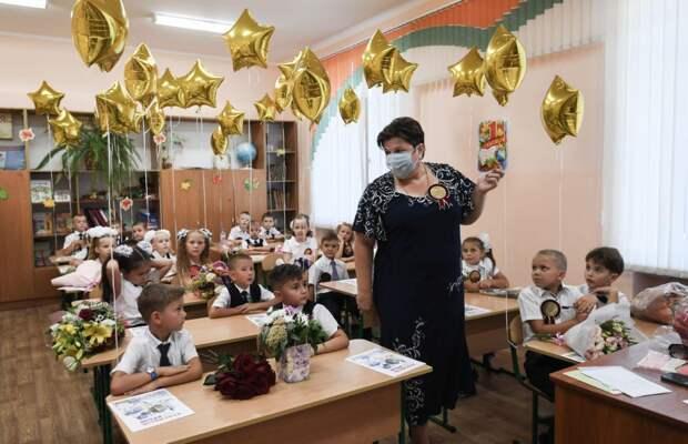 Аксёнов поздравил учителей с профессиональным праздником