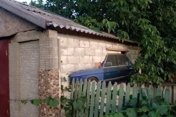 Что происходит в гараже, должно оставаться в гараже гараж, гаражи, за гаражами, забавно, прикол, юмор