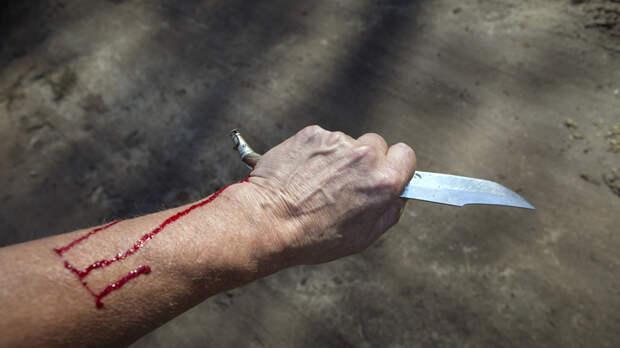 Парикмахер из Ташкента убил русского Ивана. Друзья в панике пытались помочь: Очень много крови