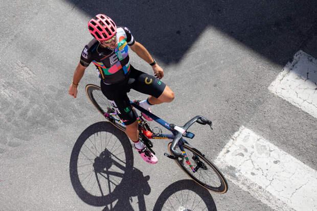 Альберто Бетиоль победитель 18 этапа Джиро. В общем зачете без перемен.