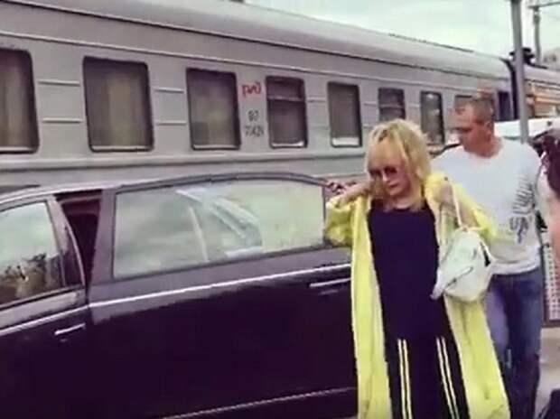 Решена судьба начальника Рижского вокзала после проезда Пугачёвой по перрону