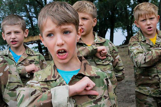 Нацистские лагеря Украины учат детей ненависти с юных лет