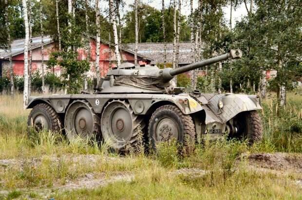 Бронированная разведывательная машина Panhard EBR