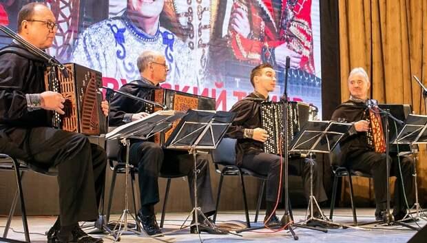 Подмосковные пенсионеры побывали на концерте ансамбля баянистов в Подольске