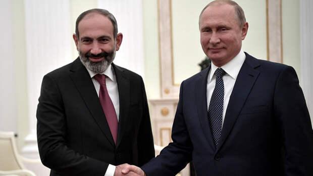 В Кремле рассказали подробности телефонных переговоров Путина и Пашиняна