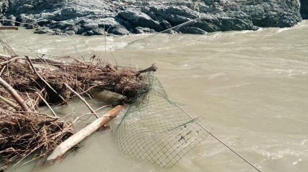На Кубани ведутся поиски двух детей, упавших в реку Пшеха