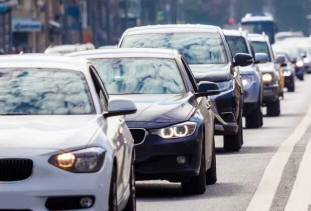 Загруженность Алтуфьевского шоссе вечером 5 июня — семь баллов