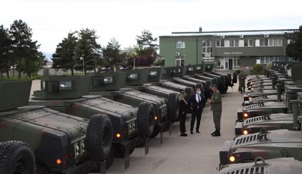 Косовские боевики получили новую партию американских броневиков
