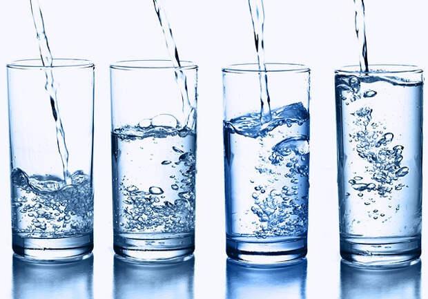 Питье воды натощак может ослабить симптомы 22 болезней. Вот они