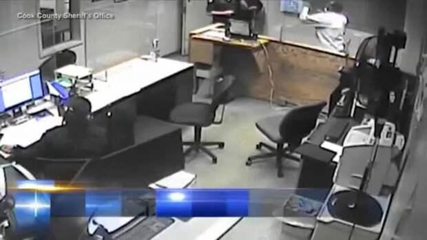 Задержанный избил четверых подчиненных шерифа прямо в суде