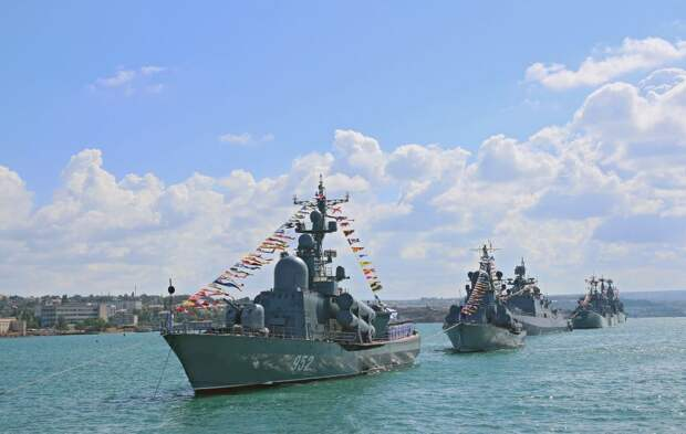 Черноморский флот был и остается символом могущества России, гарантией стабильности и безопасности в Черноморском регионе, — Аксёнов
