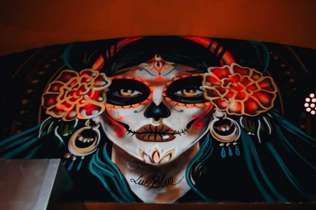 На улице Ломоносова открыли мексиканский бар El Chapo. Там готовят латиноамериканские блюда и делают коктейли на текиле