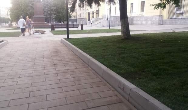 Бордюры вместо исторической ограды уложили в Ижевске