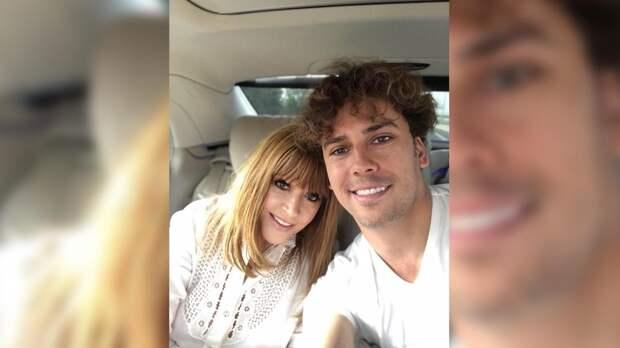 Галкин поразил поклонников фотографией дочери Пугачевой в розовом тренче