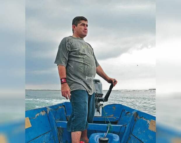 Унесло в открытый океан: мужчина провел в лодке 14 месяцев без еды, воды и под палящим солнцем