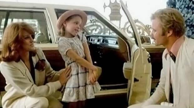 Анджелина Джоли и её родители Джон Войт и Маршелин Бертран в фильме «В поисках выхода». / Фото: www.kiz-ru