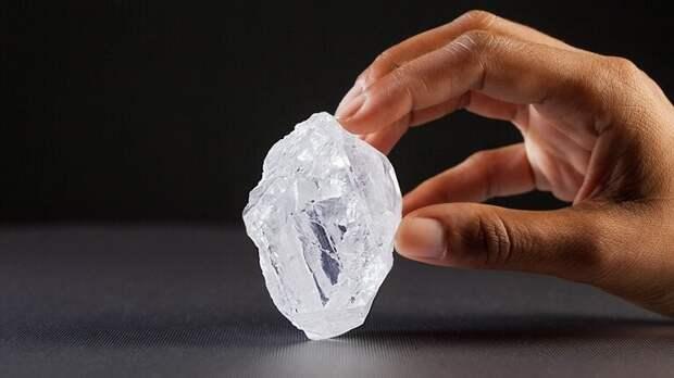 Один из крупнейших в мире необрезанных бриллиантов. Он стоит около 52 миллионов долларов