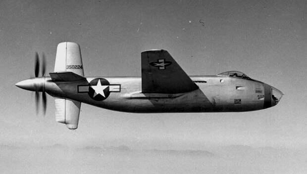 Douglas XB-42 Mixmaster – ещё один экспериментальный бомбардировщик от американской компании Douglas. XB-42 должен был стать сверхбыстрым самолётом, способным уходить от немецких истребителей, и инженерам это удалось – он разгонялся до 660 км/ч. Несмотря на странную конструкцию с винтами в конце фюзеляжа, XB-42 оказался успешным проектом – но война кончилась раньше, чем он вышел в производство.