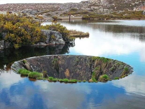 Сток на озере в Португалии