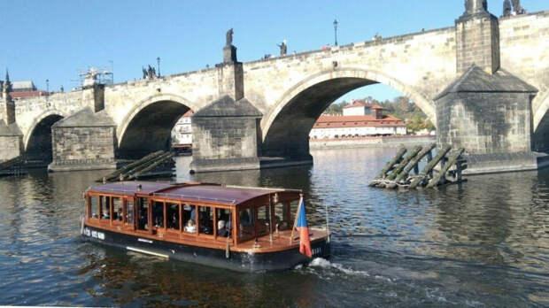 Чешские власти сократят состав российского посольства в Праге