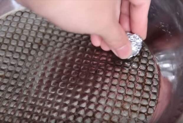 Заменит скребок из магазина. Фото: youtube.com.