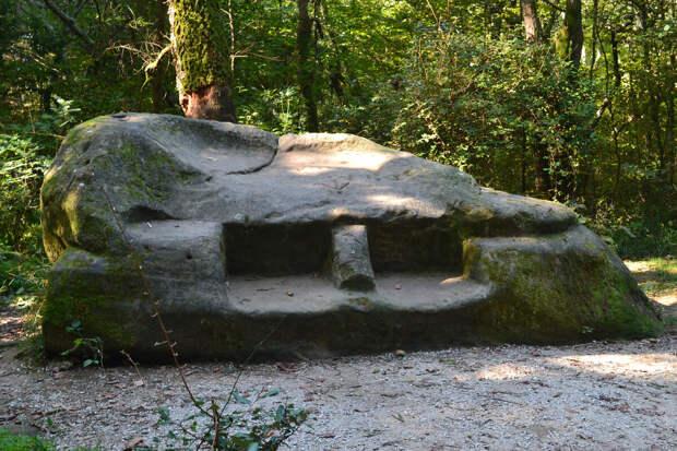 Жертвенный камень в Кудепсте напоминает дольмен