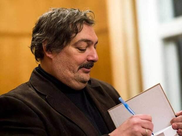 «Это такой аналог государственной премии»: писатель Быков прокомментировал материалы расследования о причастности ФСБ к его отравлению