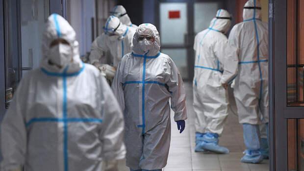 Инфекционист связал рост заболеваемости коронавирусом в России с началом третьей волны