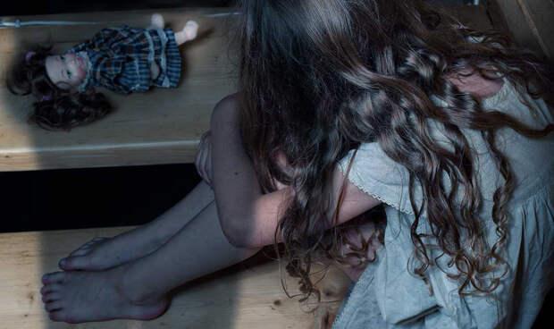 Отец и сын насиловали трёх малолетних приёмных дочерей