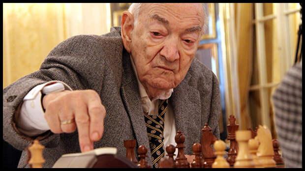 Советский гроссмейстер Виктор Корчной скончался в швейцарском Волене в возрасте 85 лет 6 июня.