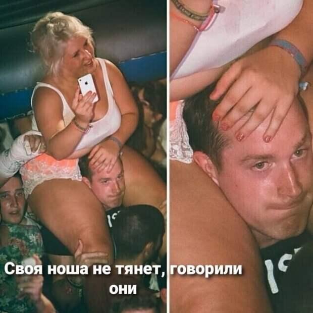 Лежит девушка на песочке, греется, мажет свое тело кремом для загара...