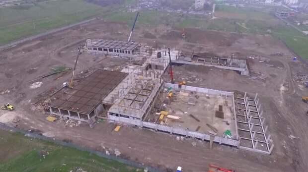 Заместитель министра строительства и архитектуры РК Антон Запоточный проинспектировал строительство школы