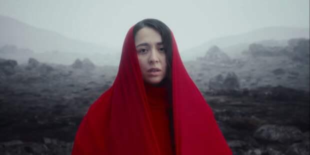 Посмотрите новый клип Манижи на песню «Держи меня,...