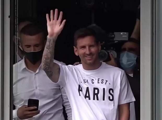 Месси прилетел в Париж для подписания контракта с ПСЖ