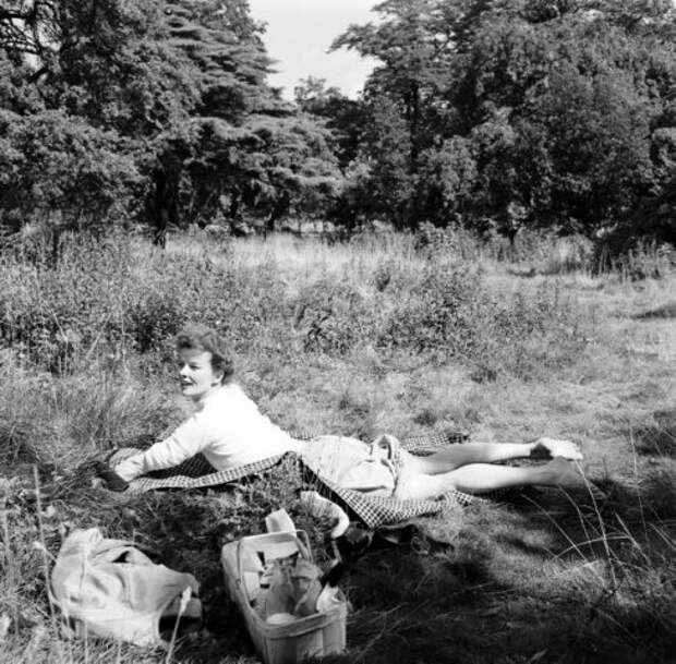 Культовая американская актриса Кэтрин Хепберн в Лондоне. 1952 год.