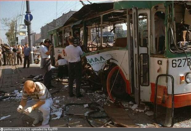 Взрыв в общественном транспорте на Пушкинской площади. Москва 1996 год.