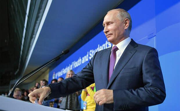 Путин заявил о намерении вернуть в Россию состоявшихся ученых