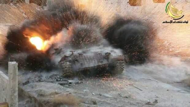 Насквозь пробитый в Сирии американский бронетранспортёр М113 попал на видео