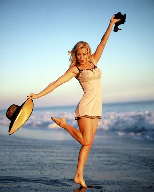 Красотка из 90-ых Дженни Маккарти.
